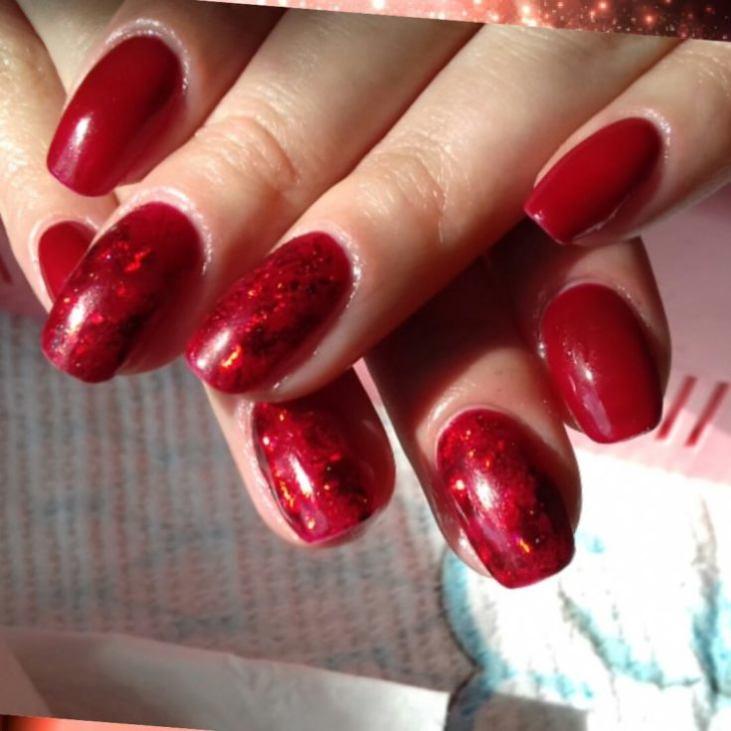 Маникюр в красных оттенках.фото