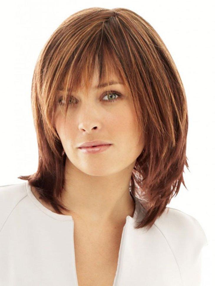 Модные женские стрижки на средние волосы с челкой