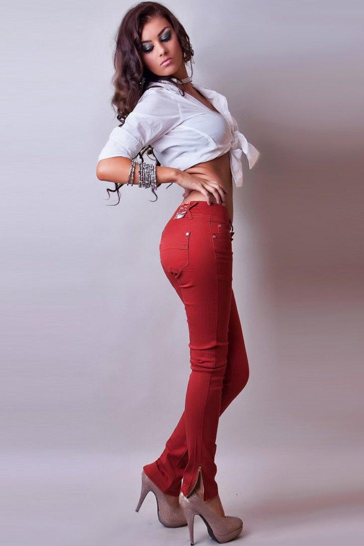 вибрировали, прикосновения красивая девушка в брюках рада