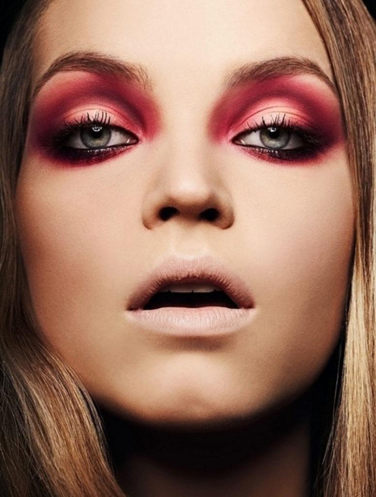 Красные оттенки в макияже глаз