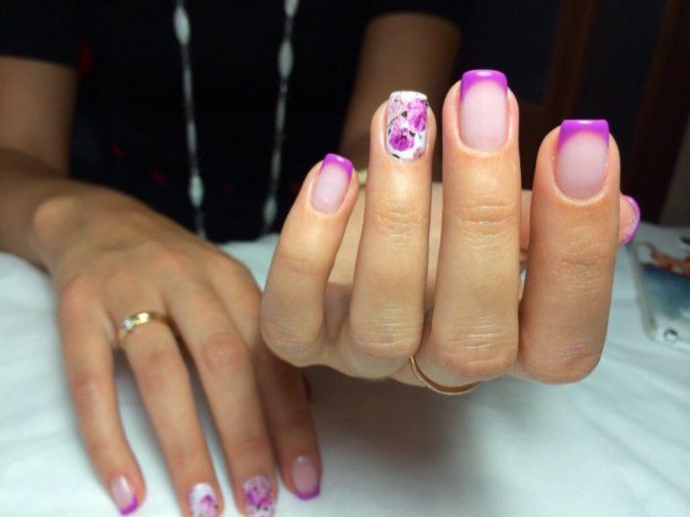 Маникюр фиолетовый с цветами