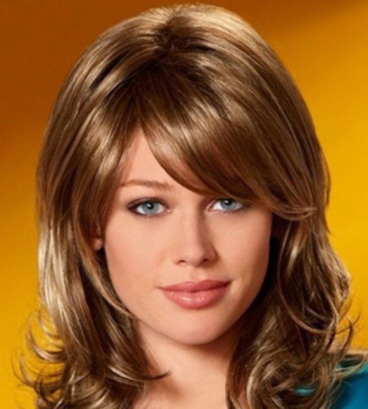 Фото прически каскад на средней длины волос