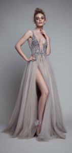 b2b4707d16e Для полных фигур дизайнеры также создают модные вечерние платья. Это модели  из кружева