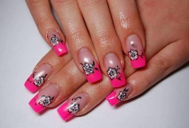 Рисунок на ногтях с розовым френчем