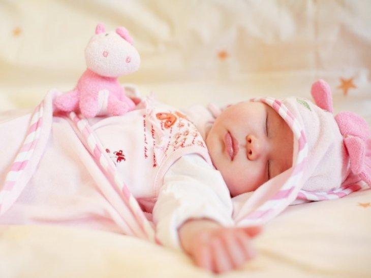 Сколько спит новорожденный ребенок днем