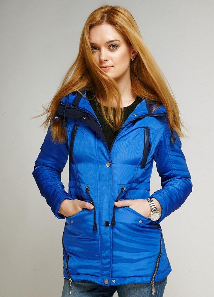 e58dd5e2 Женские куртки отличаются легкостью и практичностью — имеют капюшон и  непромокаемы. Такая вещь приспосабливаема к любым особенностям весны и осени .