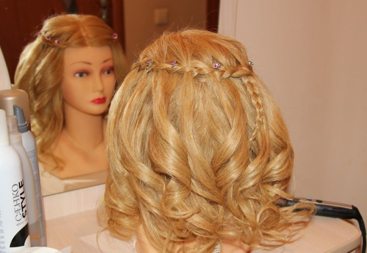 Прически кудри на средней длины волосы