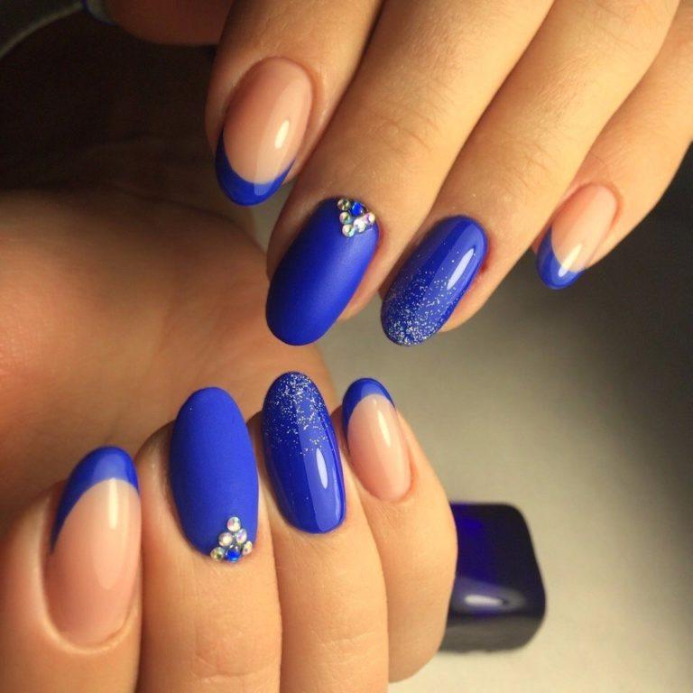 Ногти нарощенные с синим лаком