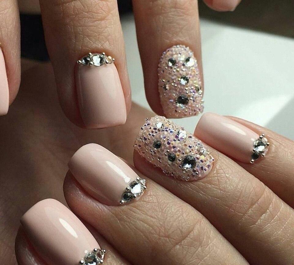 Идеи дизайна ногтей со стразами фото