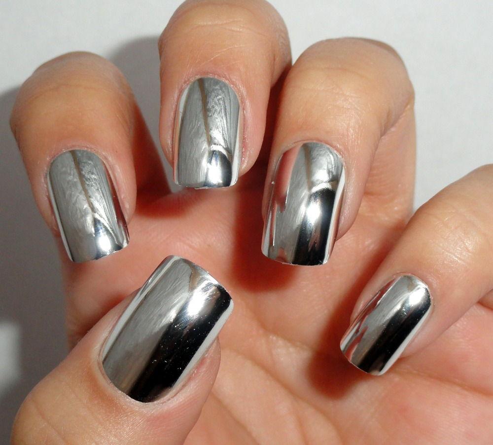 Красивый маникюр серебряным лаком