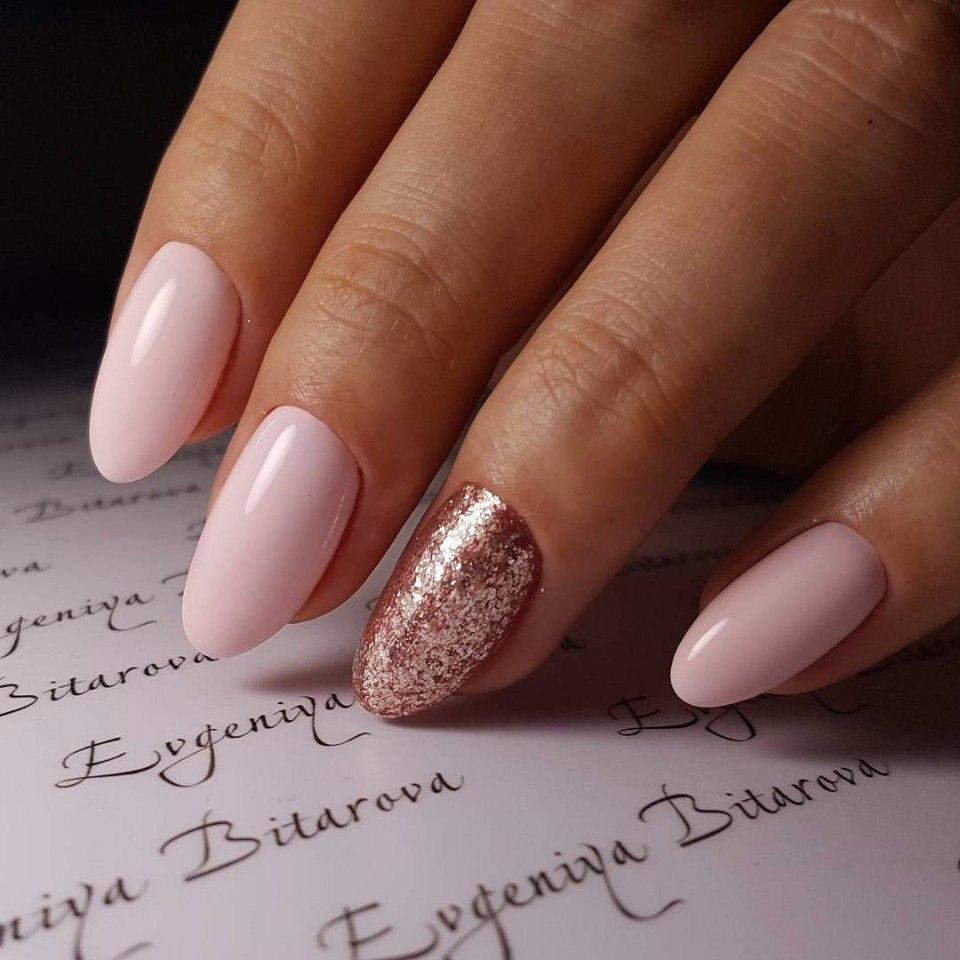 Маникюр нежно розовый с песком