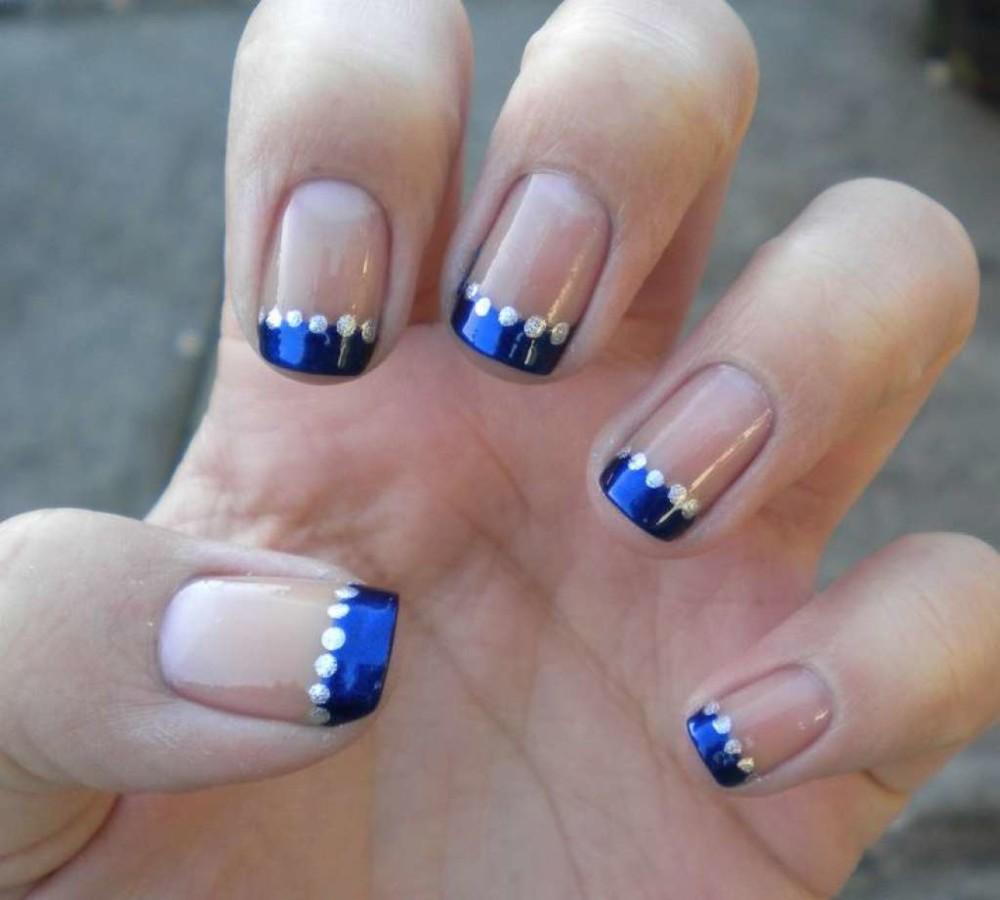 Маникюр синий френч на короткие ногти