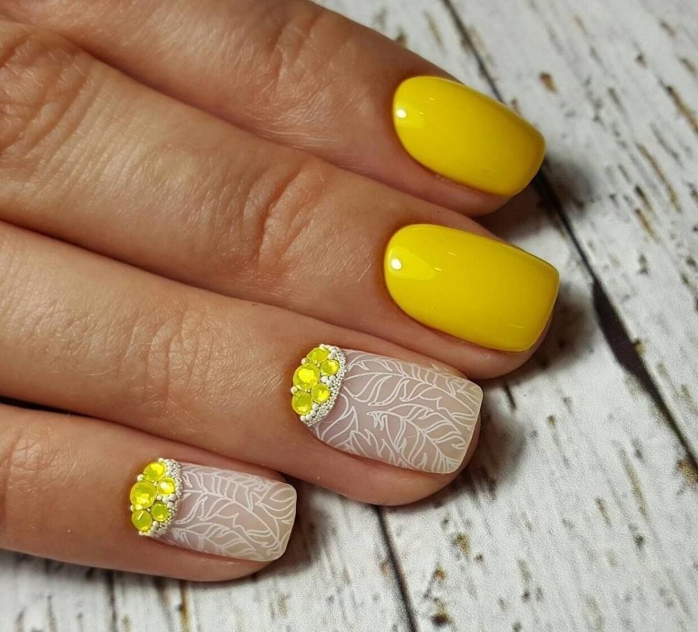 Желтый маникюр - модные идеи новинки. 24 фото примеров ...