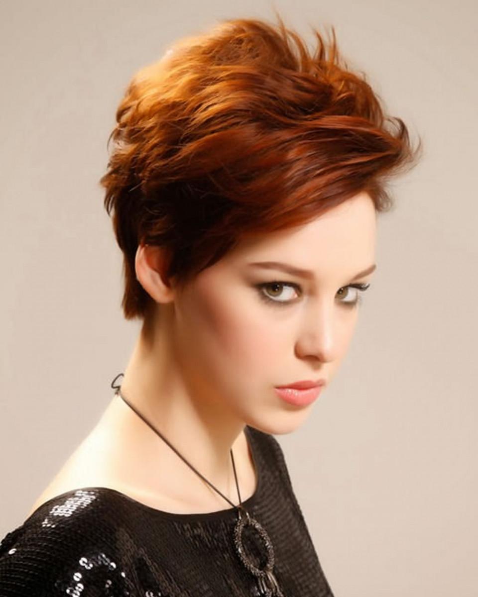 прически на короткие волосы для миниатюрных женщин