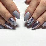 серый осенний маникюр