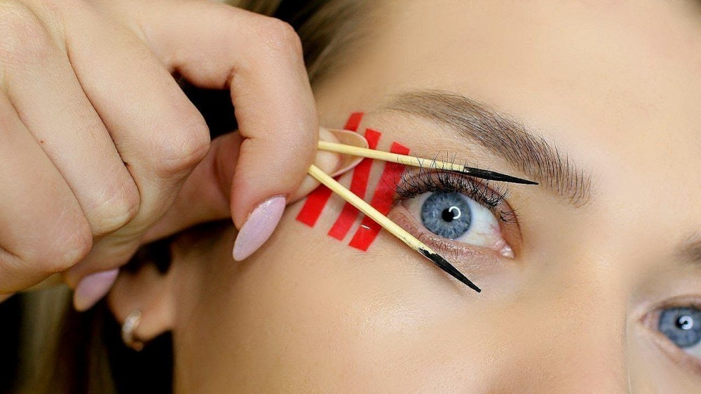 как нарисовать графичные стрелки для глаз