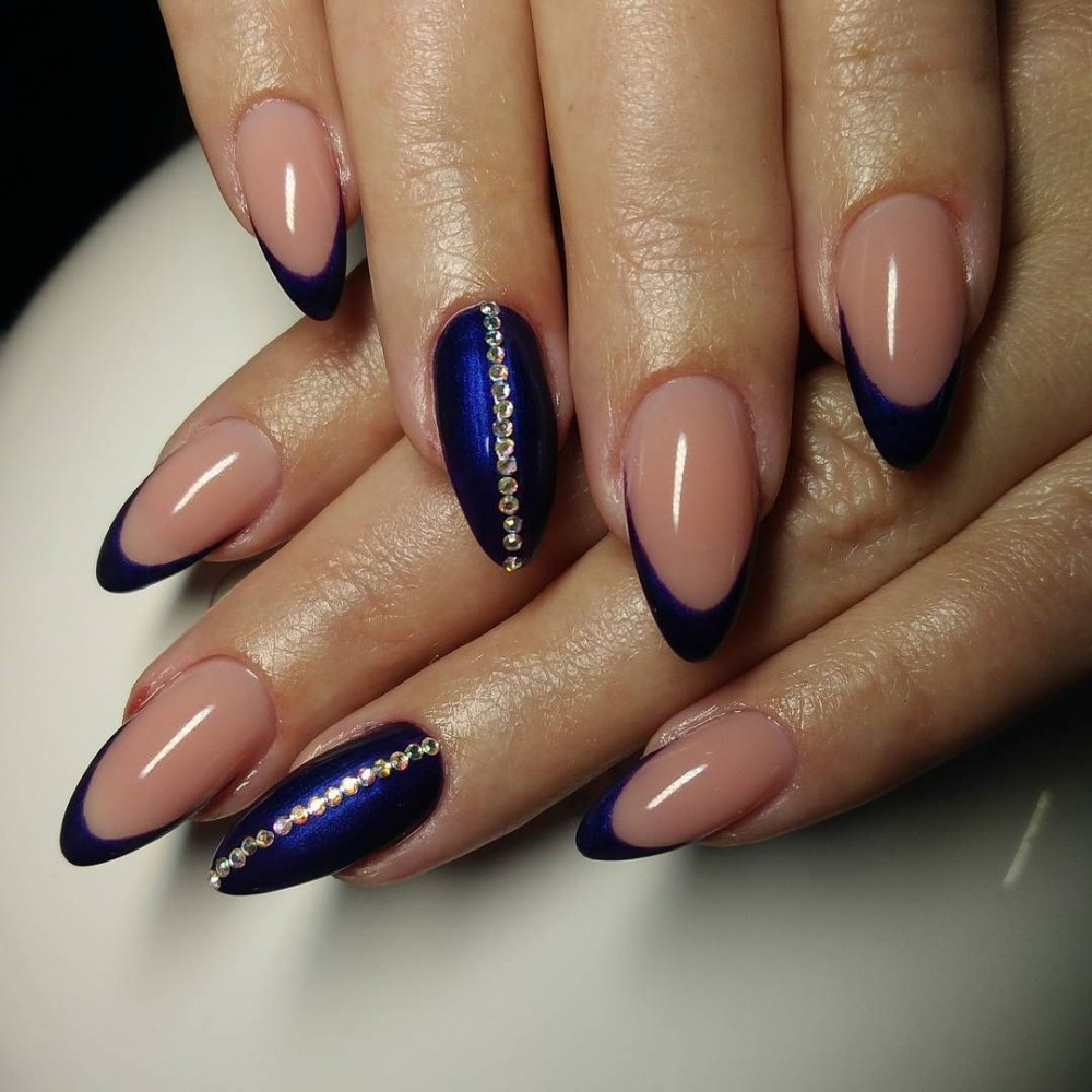 Зимний френч на длинных ногтях