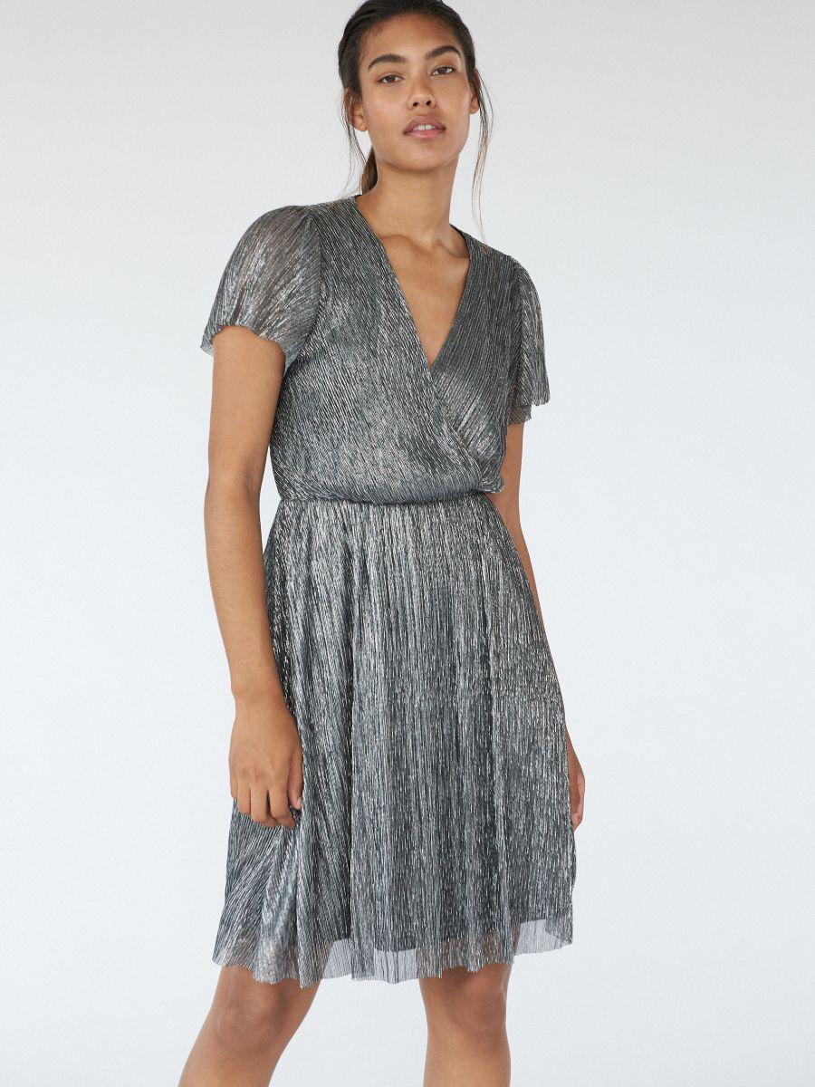 блестящие новогодние платья из металлизированного волокна