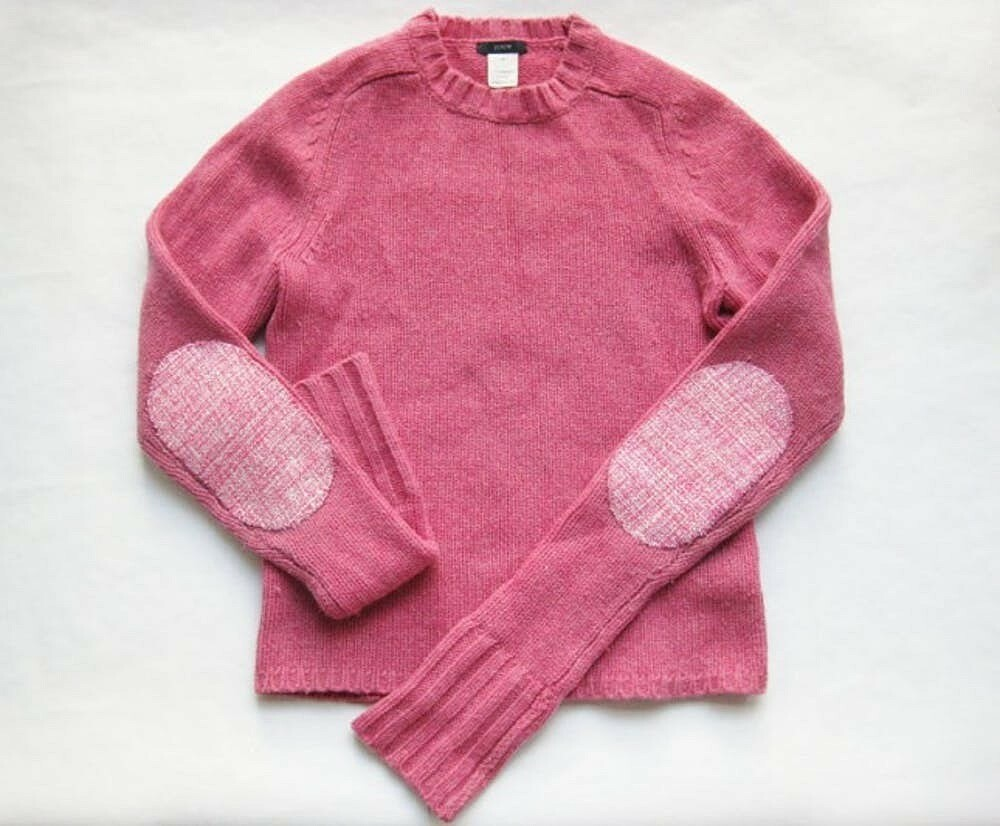 свитер с латками на локтях
